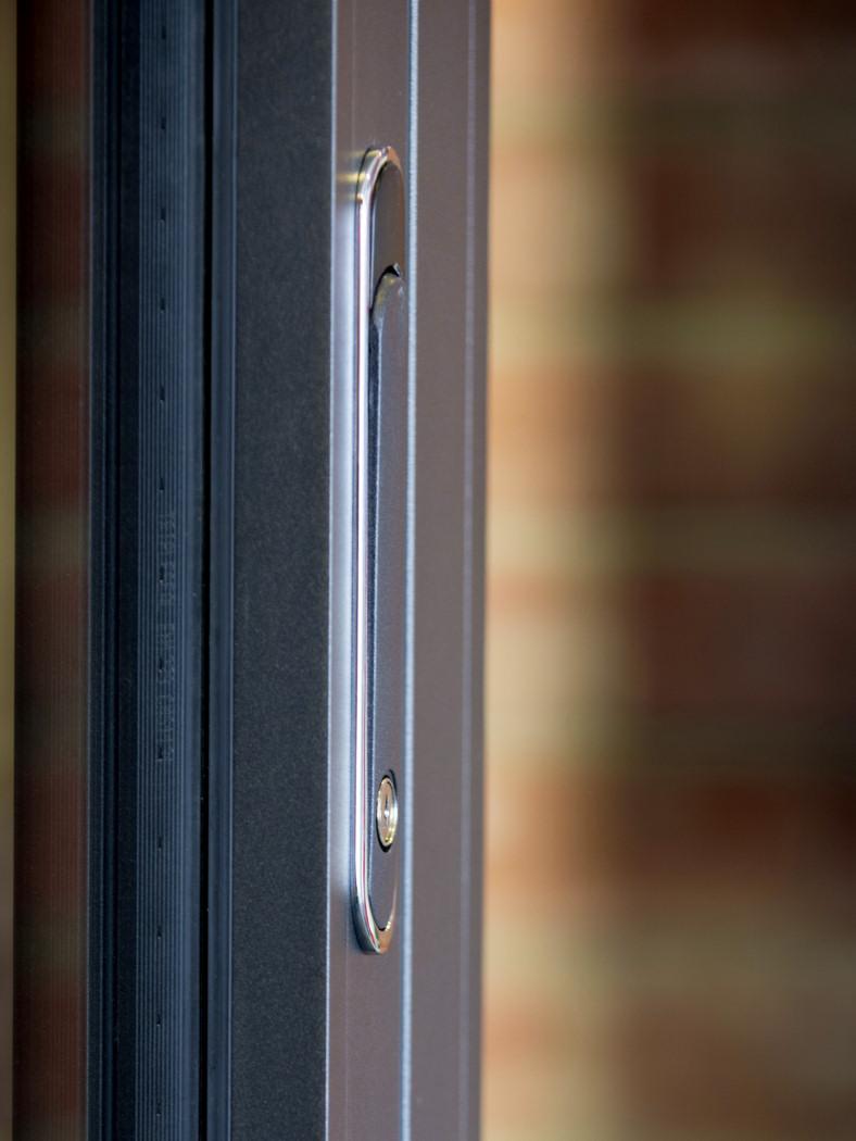 Vulcan Black Flush-line Handle With Chrome Trim ... & Emperor Concealed Bifold Doors Hardware   Duration Windows